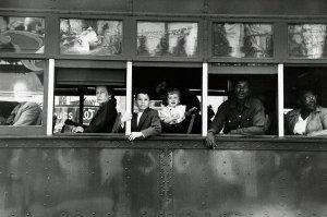 """Robert Frank, Trolley New Orleans, 1955 - Album di fotografie che hanno quotazioni """"importanti"""" nel mercato dell'arte contemporanea."""