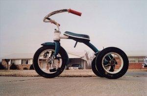 """William Eggleston, Memphis, c. 1969 - Album di fotografie che hanno quotazioni """"importanti"""" nel mercato dell'arte contemporanea."""