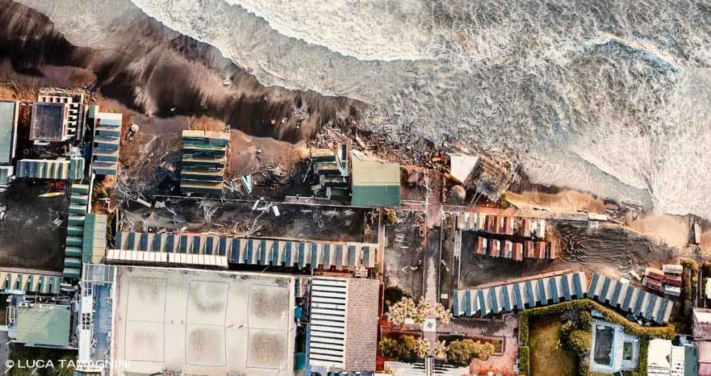 Lido di Ostia, 2021. Erosione costiera, stabilimenti balneari distrutti dal mare. Ripresa aerea. Luca Tamagnini / Catalogo 2021-008