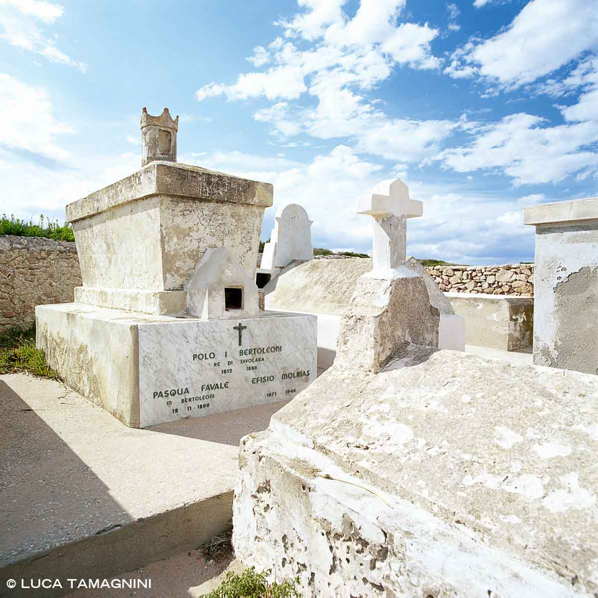 Tavolara, il piccolo cimitero a Spalmatore di Terra / Luca Tamagnini Catalogo 2006-064