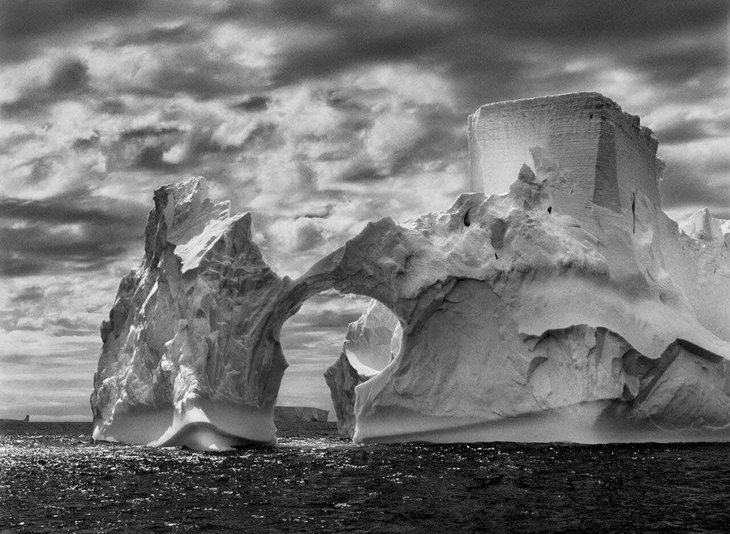 Sebastião Salgado - Antartico iceberg mare di Weddell, 2005 (from Genesi)