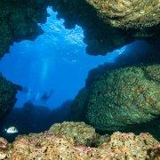 Foto Alghero / Area Marina Protetta di Capo Caccia - Isola Piana / Foto Subacquee di Luca Tamagnini Fuori Catalogo / Ingresso della Grotta dei Cervi