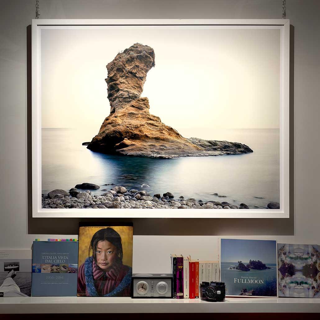 Isola di Palmarola, Scoglio Spermaturo / Grande fotografia Fine Art appesa al muro / Dimensioni 130 x 100 cm / Luca Tamagnini Catalogo 2018-005